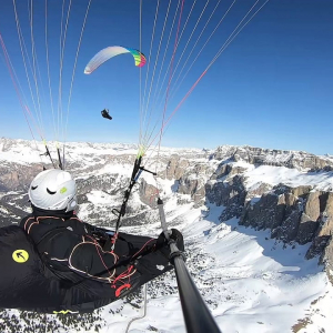Have you ever tried to fly a paraglider? The desire to go back down only when evening comes is great