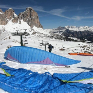 Have you ever flown paragliding in winter? Nothing short of spectacular. Maybe it's time to think about a Christmas present????
