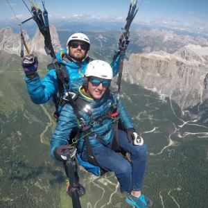 Ready for a crackling summer ?? In Val di Fassa there is no better experience than trying a tandem paragliding flight