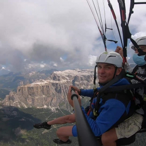Go beyond your limits, challenge the updrafts with us to gain altitude and fly over some peaks of the Val di Fassa. Touch the clouds with one hand. Distance flight with Fly4Fun
