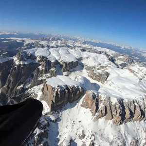 Volo in termica a 3800 metri di altezza, atterraggio e decollo dalla cima delle Dolomiti in Marmolada, Val di Fassa