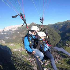 Flying with a tandem paraglider in Val di Fassa, find out how easy it is, fly with us
